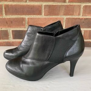 Like new Me Too Melody black leather booties
